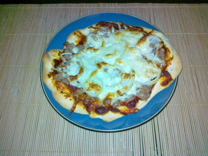 Pizza tonno - gotowa pizza
