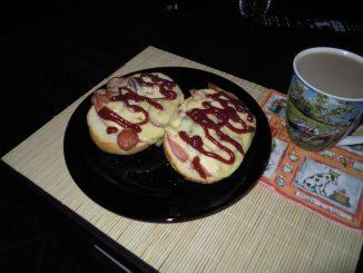 Pomysł na sobotnie śniadanie - zapiekanki i kawa