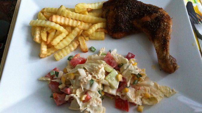 Sobotni kurczak z frytkami i surówką