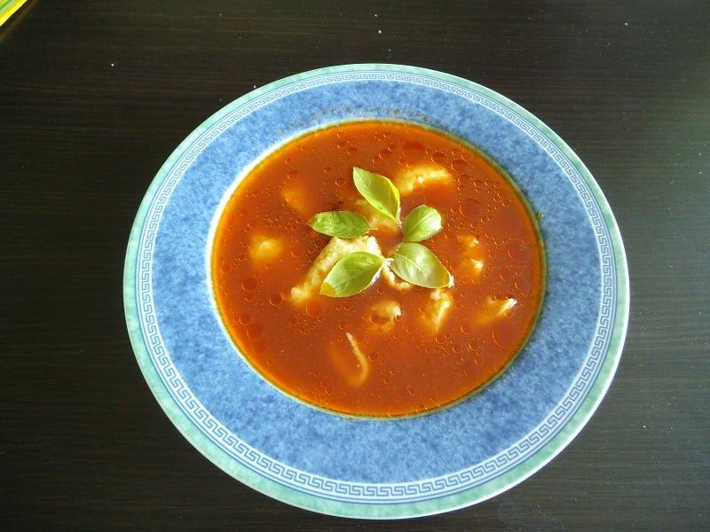 Zupa pomidorowa z lanymi kluseczkami