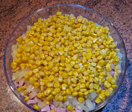 Sałatka kokardki - kukurydza