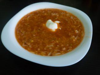 Gotowa zupa pomidorowa z soczewicą