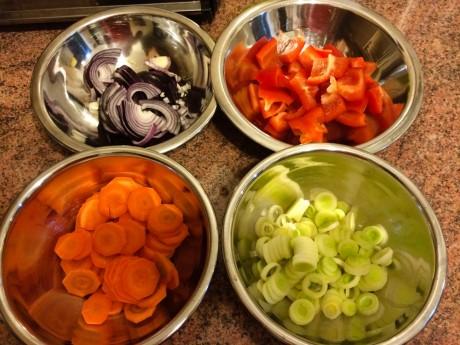 Pstrąg z sałatką warzywną