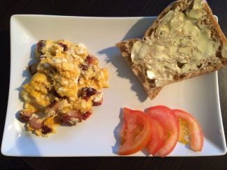 Pyszne śniadanie - jajecznica z boczkiem