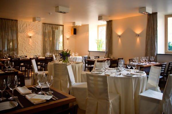 Jak zaaranżować przestrzeń w profesjonalnej restauracji