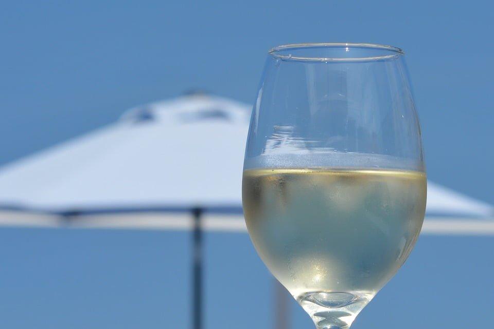 Do jakich posiłków pasuje białe wino?