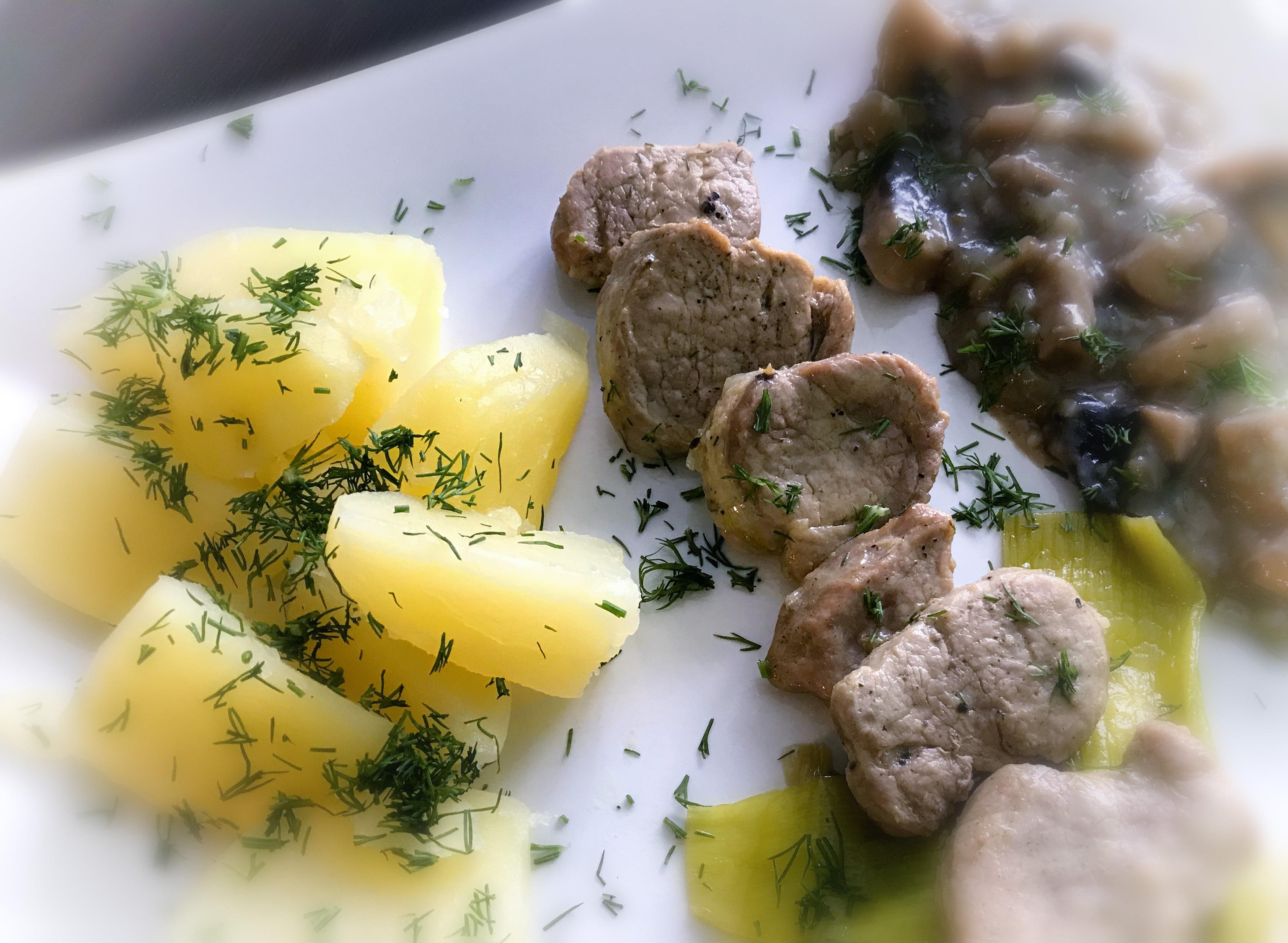 Polędwiczki wieprzowe z sosem pieczarkowym