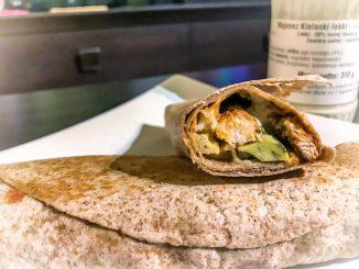 Tortille z kurczakiem i awokado
