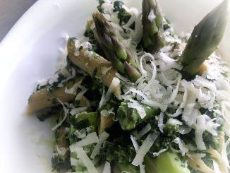 Makaron ze szpinakiem i szparagami