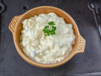 Niemiecka sałatka ziemniaczana na grilla