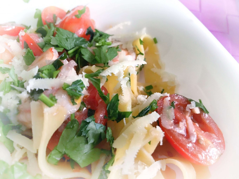 Tagliatelle z krewetkami i pomidorkami