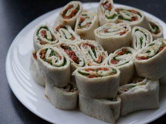 Wegańskie wrapy z humusem i warzywami