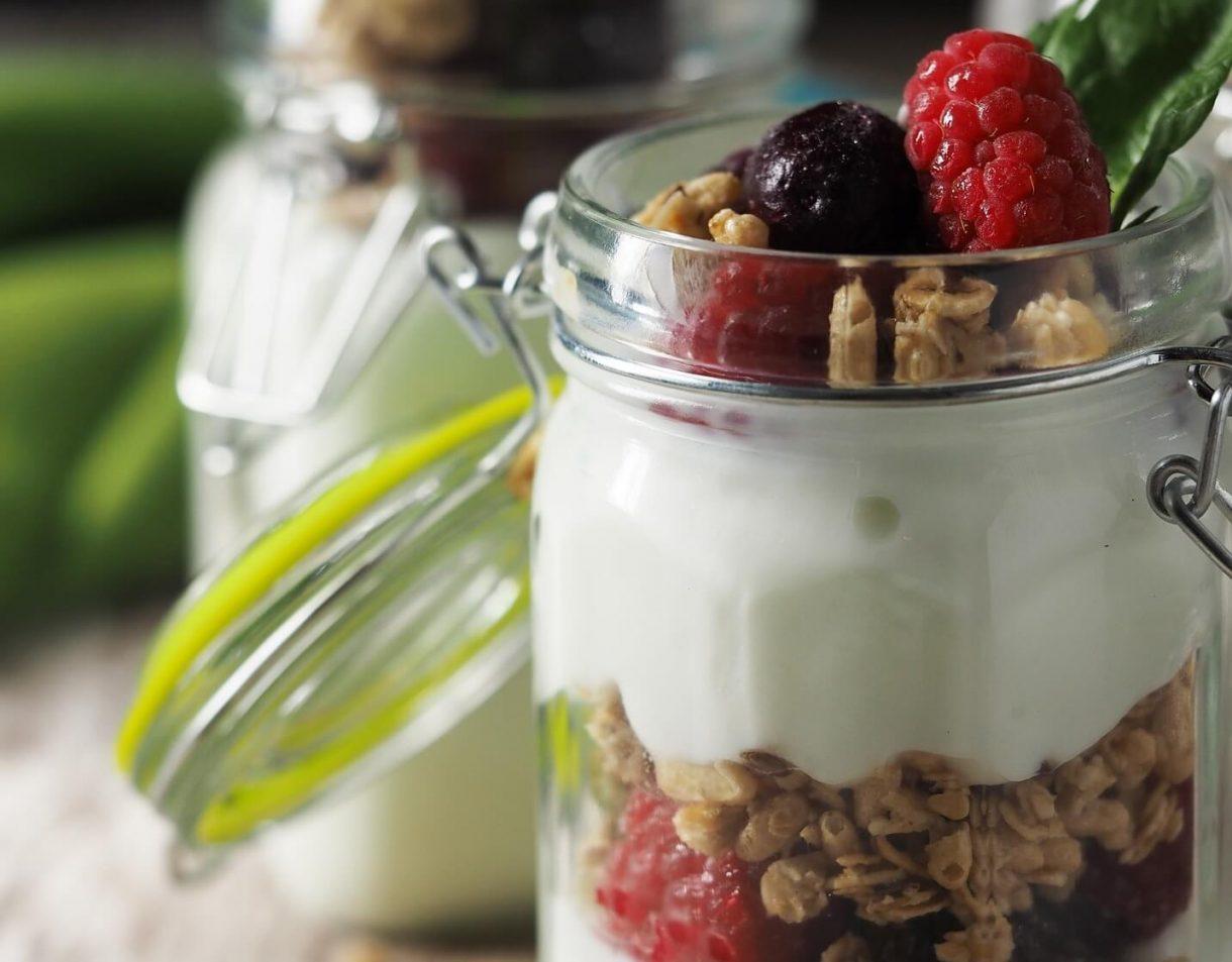 Jogurt naturalny z domową granolą