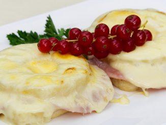 Tosty z szynką i serem
