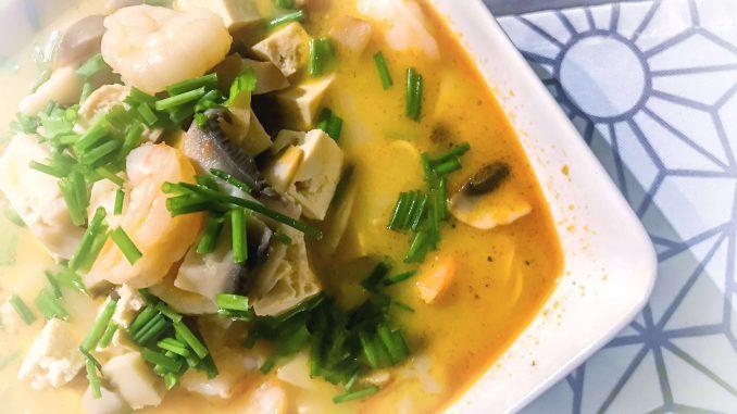 Tajska zupa curry z krewetkami