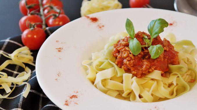 Tagliatelle z sosem bolońskim