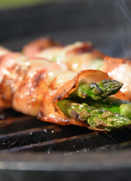 Szparagi w szynce z grilla