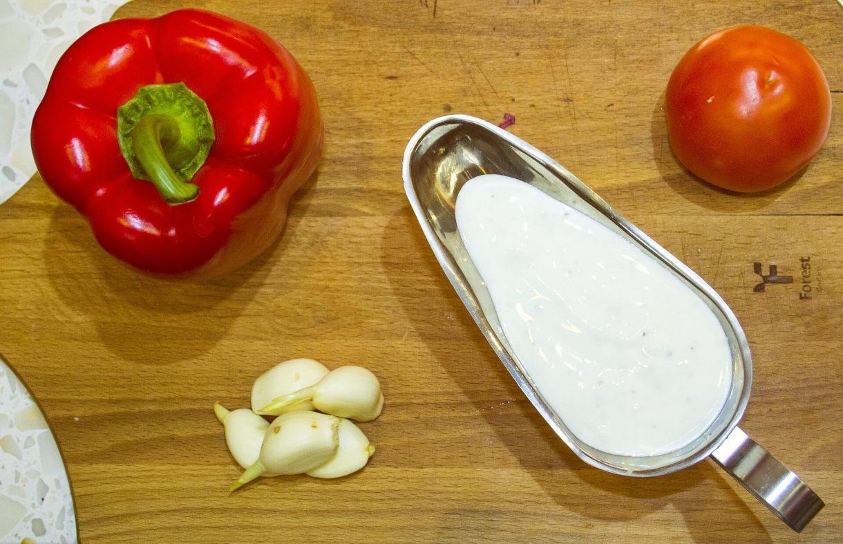 Jogurtowy sos czosnkowy