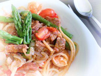 Spaghetti z chorizo i krewetkami