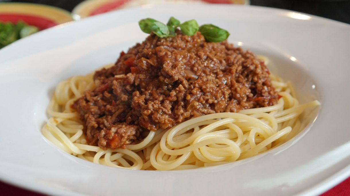 Spaghetti po polsku z mięsem mielonym