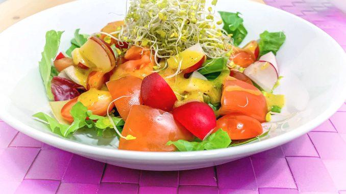 Sałatka z sosem miodowo- musztardowym