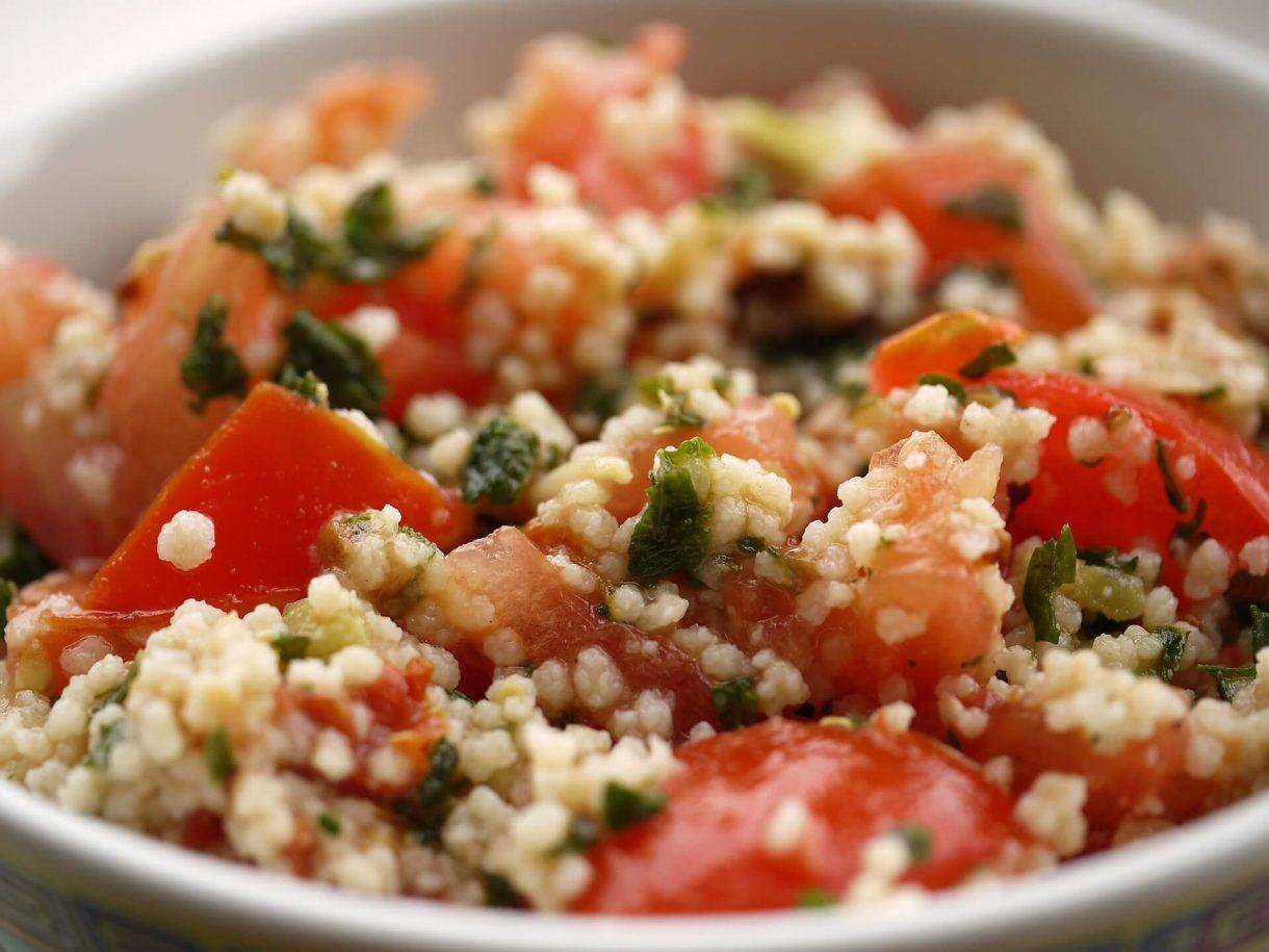 Sałatka kuskus z pomidorami
