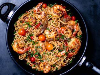 Spaghetti z krewetkami z patelni