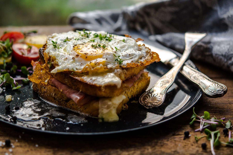 Tosty z serem i jajkiem sadzonym