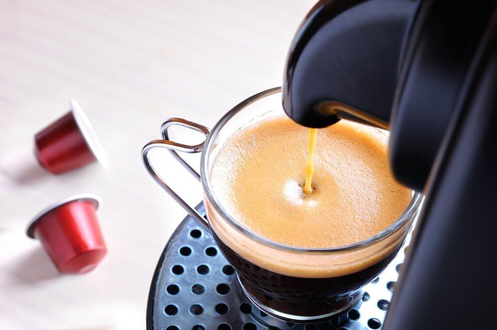 4 zalety, za które twoja kuchnia pokocha ekspres kapsułkowy - sprawdź!