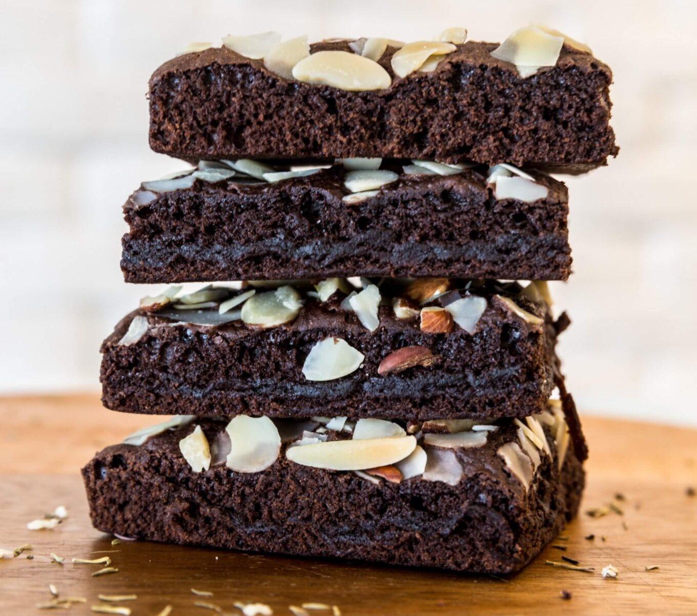 Ciasto czekoladowe jest pyszne ze względu na swój smak, można dodawać do niego różne dodatki, przez co ciasto staje się poezją dla naszych oczu.