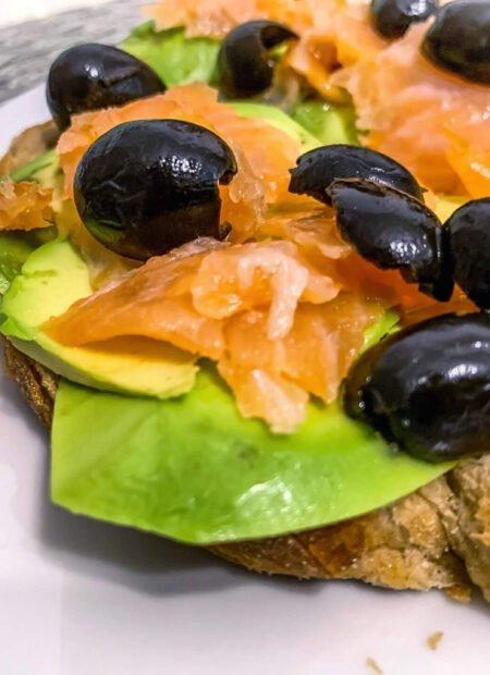 Zdrowe kanapeczki z łososiem