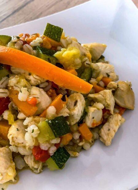Pęczak z kurczakiem i warzywami