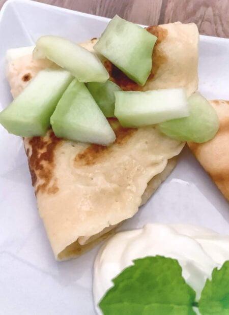 Naleśniki z serem i owocami
