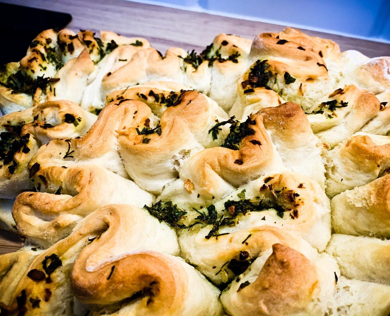 Czosnkowo - ziołowy chlebek