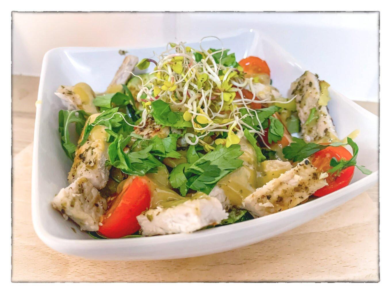 Zdrowa sałatka z wieprzowiną