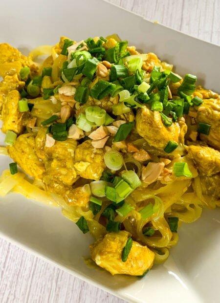 Pad thai z kurczakiem w curry
