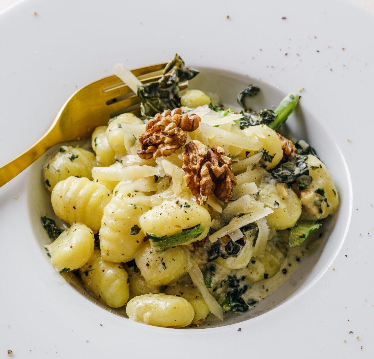 Gnocchi ze szpinakiem, orzechami i tartym serem