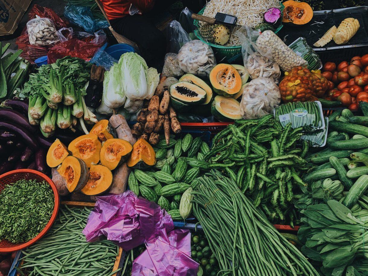 Kantar: Owoce i warzywa na czele listy produktów, których Polacy chcą jeść więcej