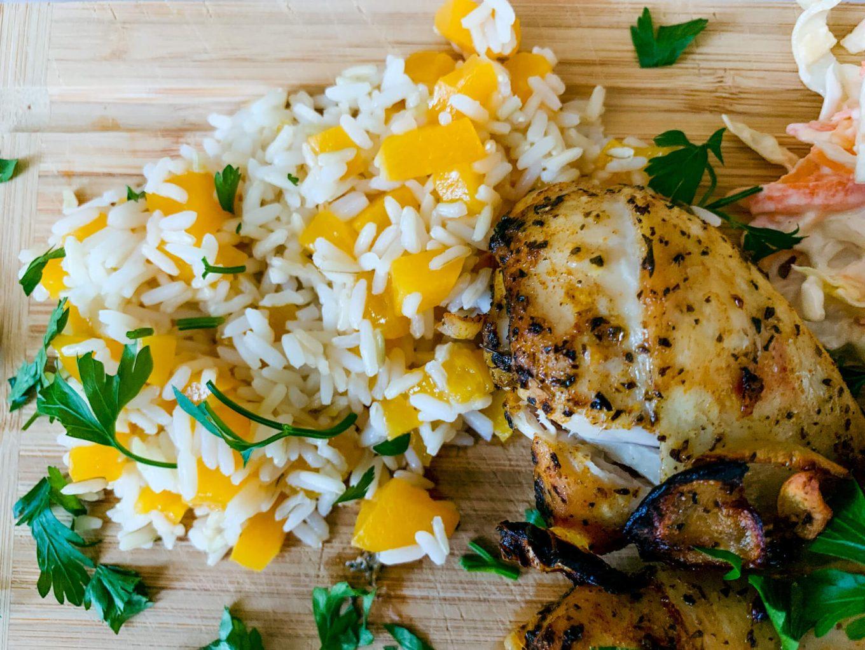 Kurczak podany z ryżem na słodko